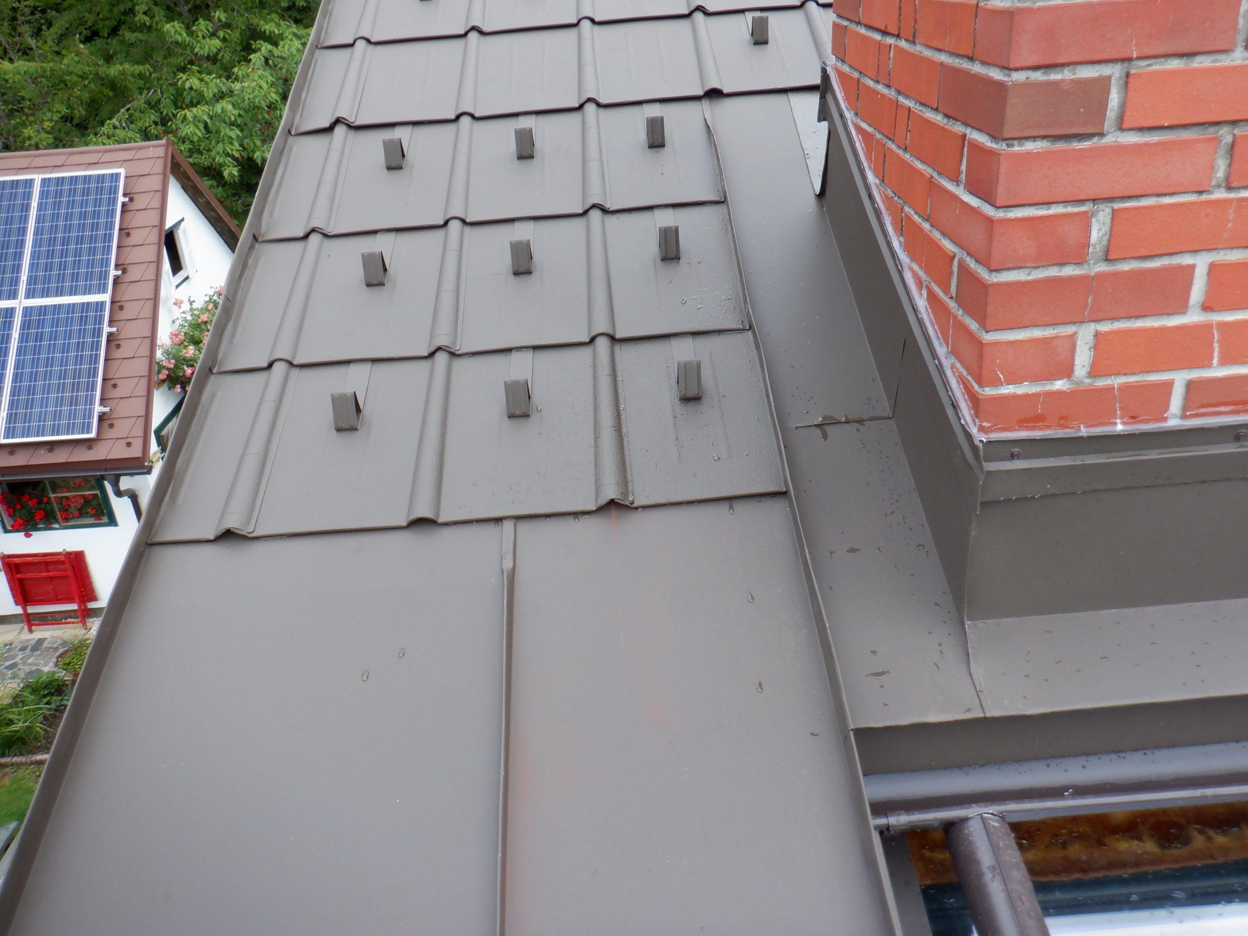 Prefa Dachplatten P10 Farbe Braun, Kamineinfassung.